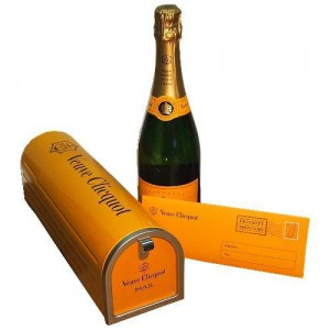 Veuve-Clicquot-Mailbox-Edition-Yellow-Label-NV-Champagne-0